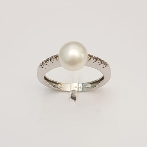 Anello Kiara in Oro Bianco LI600 con Diamanti e Perla Bianca